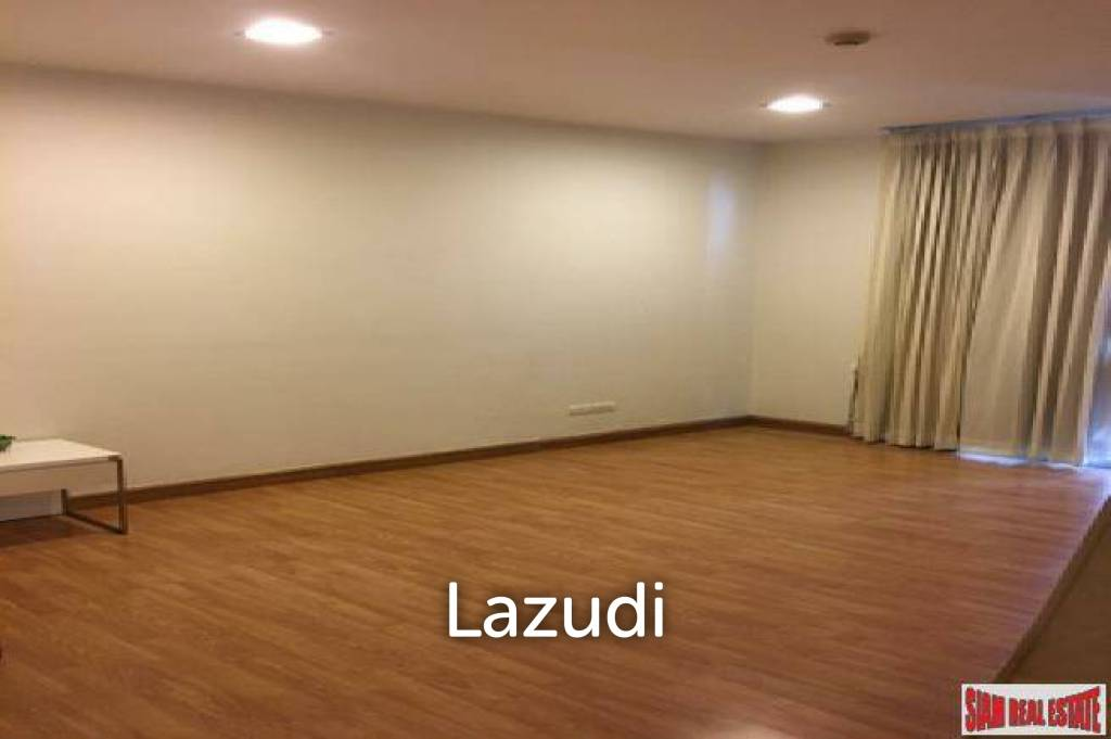 The Alcove 49   Spacious Thong Lo One Bedroom Condo on Top Floor of Low-Rise Condo