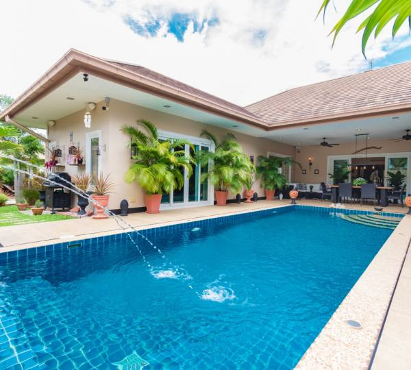 Immaculate U-Shape 3 bed Pool Villa with separate 1 bed Guesthouse on 1 Rai