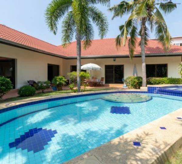 Great Value 4 Bed Pool Villa close to town and Beaches