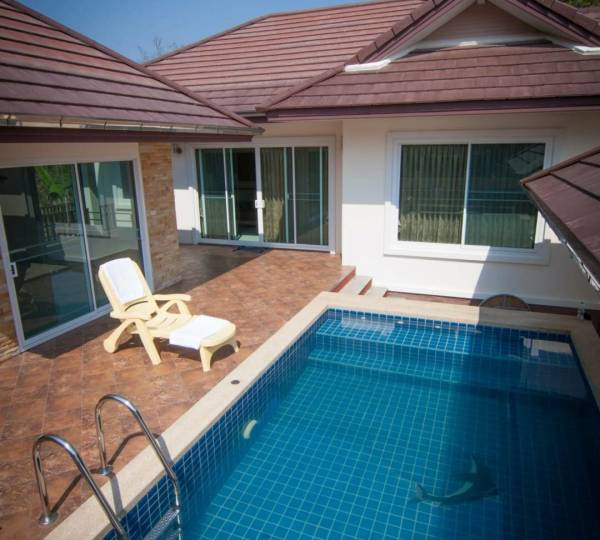 Detached House with Pool