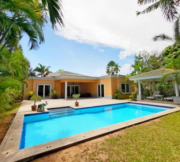 Pool Villa with 3 Bedrooms For Sale Or Rent at Siam Royal View