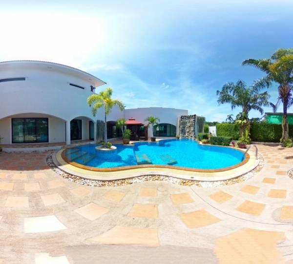 Pool Villa for sale or rent in Santa Maria