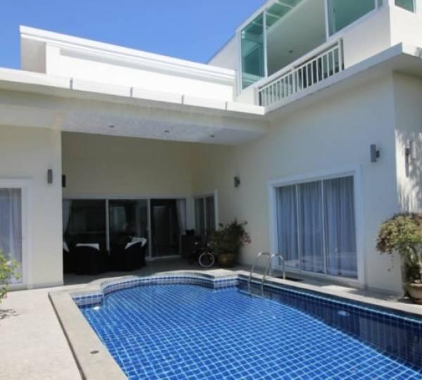 SEABREEZE VILLAS : Modern Design 3 bed pool villa near the beach and town