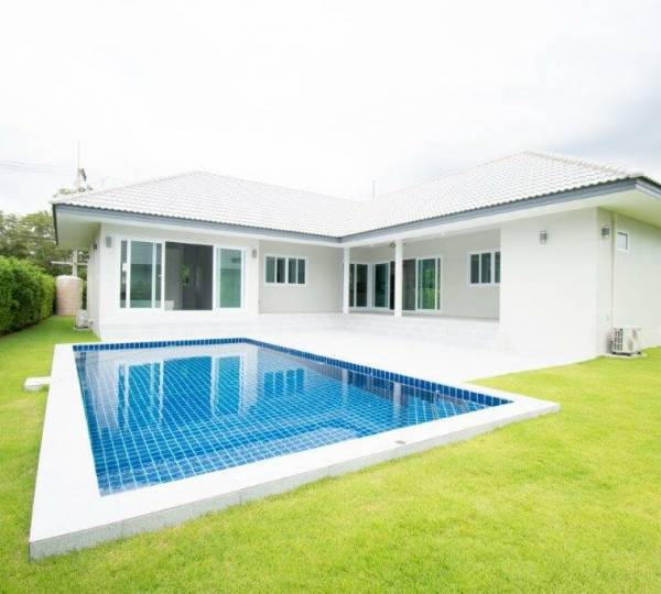 New great quality modern 3 bed pool villa located in Nong Kae